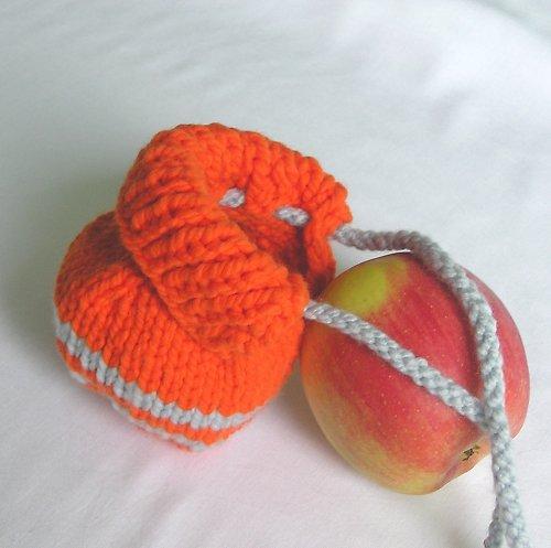 Šedooranžový svetr na jablko