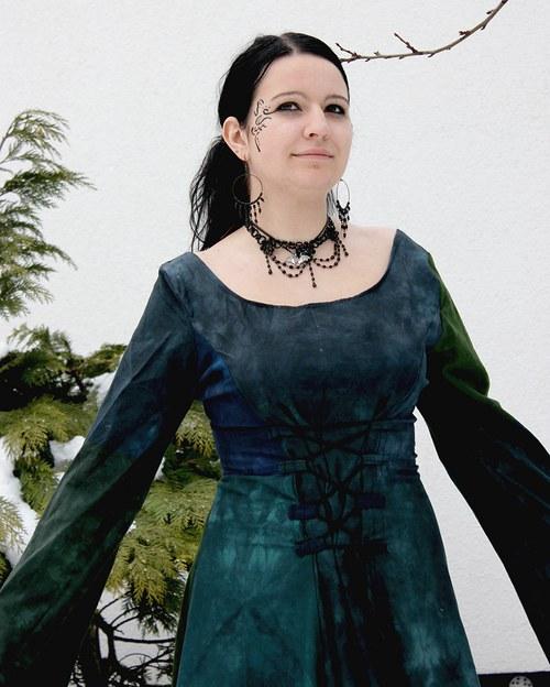 Šaty pro temnou paní