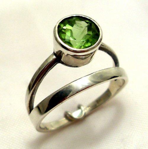 Prsten «Jezero» - stříbro 925, přírodní olivín