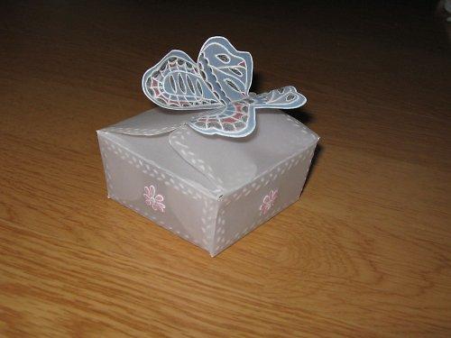 Dárková krabička z papírové krajky
