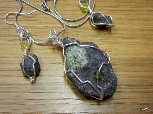 Spoutaná drsná čedičovo-olivínová krása