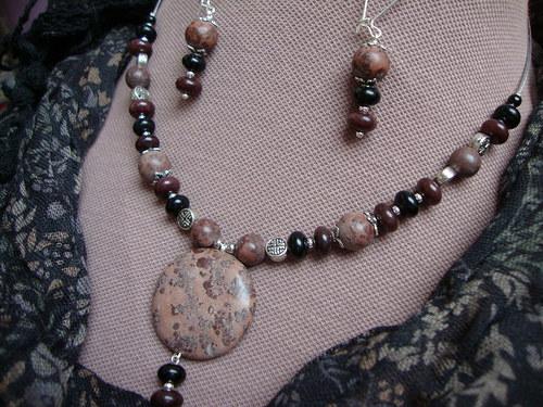 Porcelánový amulet