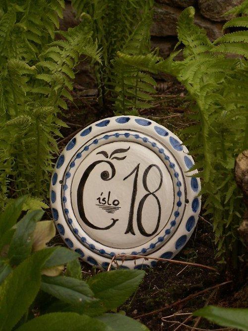 Keramické domovní číslo podle historického vz