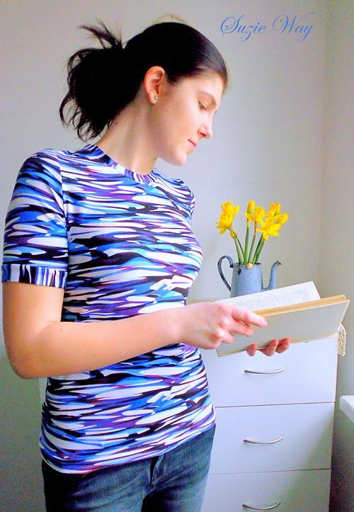 Tričko ze vzorovaného úpletu .