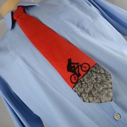 Hedvábná kravata s cyklistou černo-červená
