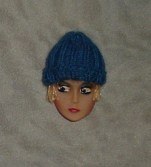 Krásná brož hlavička - panenka s čepicí