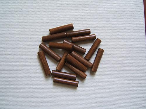 Dřevěné korálky 6x28mm 15 ks