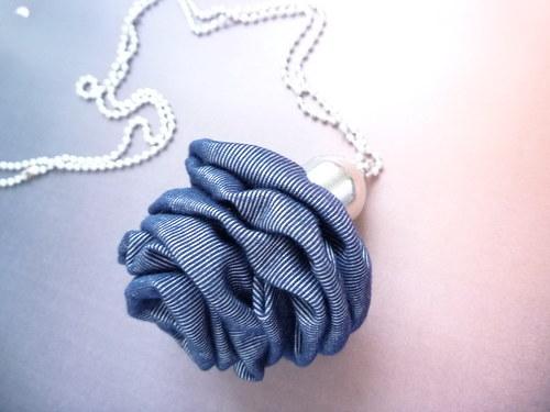 Denimová  růže - náhrdelník - NOVINKA