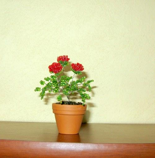 Růže z korálek malé červené