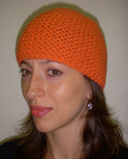 Ručně pletená oranžová čepice
