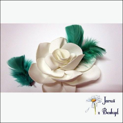 Plesová růže do vlasů s peříčky