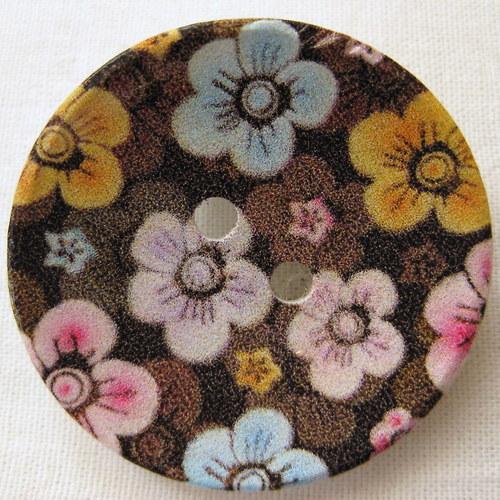 knoflíková sponkobrož květy na černé