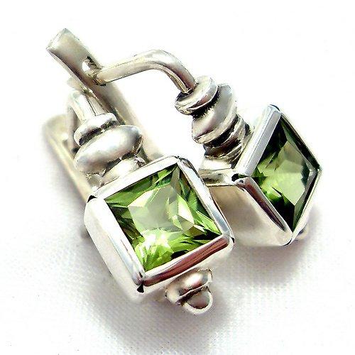 Náušnice «Čtverec» - stříbro 925, přírodní olivín