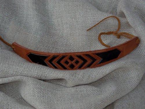Náramek kožený řezaný