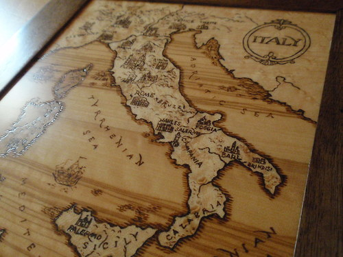 Intarzovaná + vypalovaná mapa Itálie