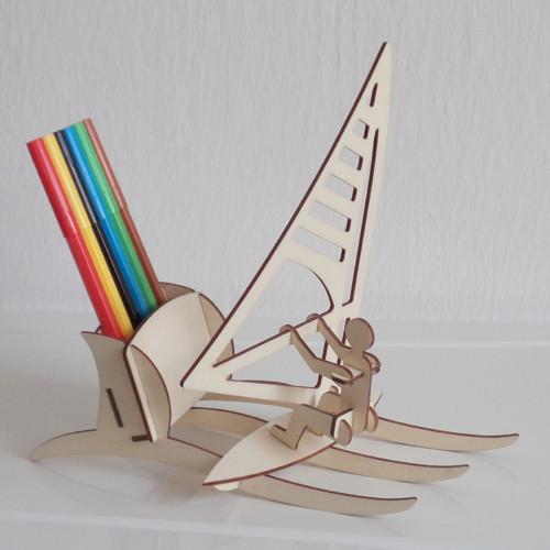 Stojánek na tužky - windsurfing
