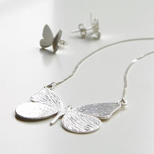 Náhrdelník Motýl tepaný (ag 925) LESK