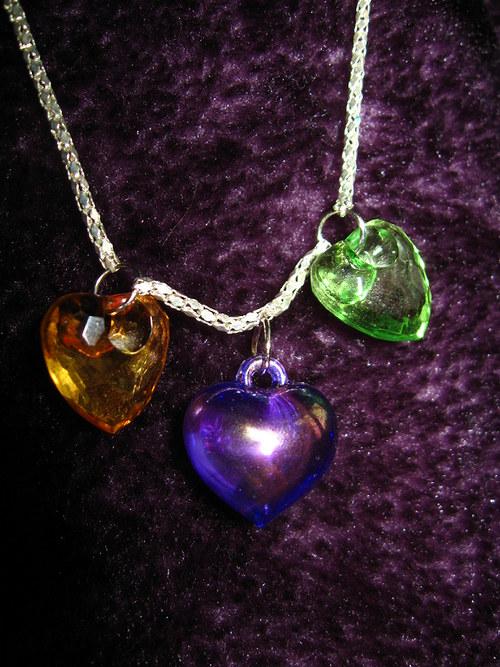 Tři srdce na jednom náhrdelníku