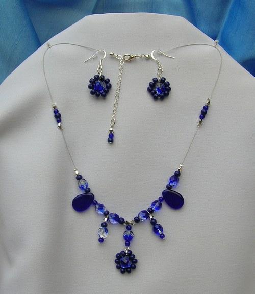 Tmavě modré kytičky (77)