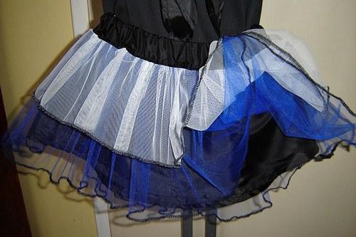 HANNAH- modrobílá tylová sukně s černým lemováním