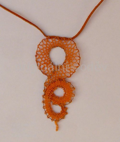 Paličkovaný náhrdelník - oranžový zatočený