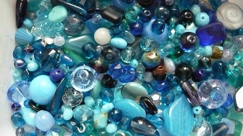 Korálky mix modrý