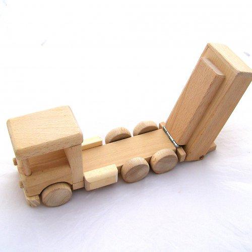 Nákladní auto s výklopnou korbou