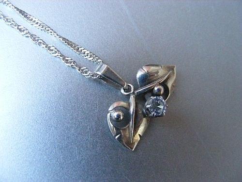Kapka rosy - náhrdelník