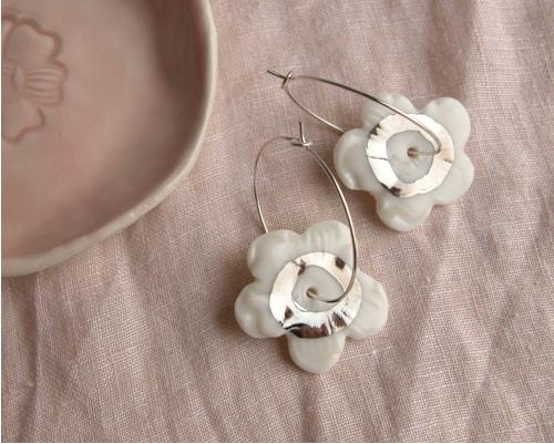 Kroužky, květy v platině