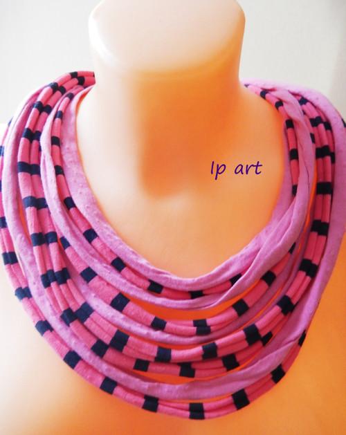 Růžové proužky - náhrdelník, nákrčník