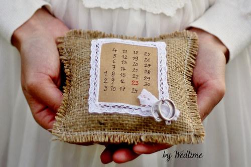 Rustikální polštářek pod prstýnky s kalendářem
