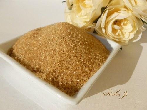 třtinový cukr - do kosmetiky i k výrobě peelingů