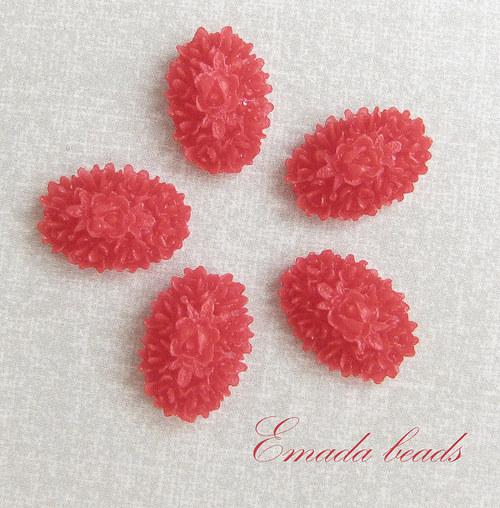 Resin růžičky, kabošon červená 1,7 x 1,2 cm