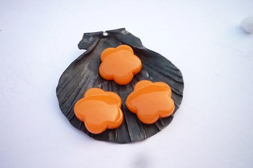 oranžové  akrylové kytičky 6  ks - 15 mm
