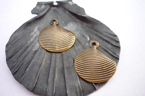 bronz plíšek-   mušle 20ks