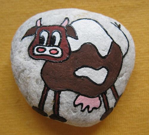 malovaný kámen - kravička