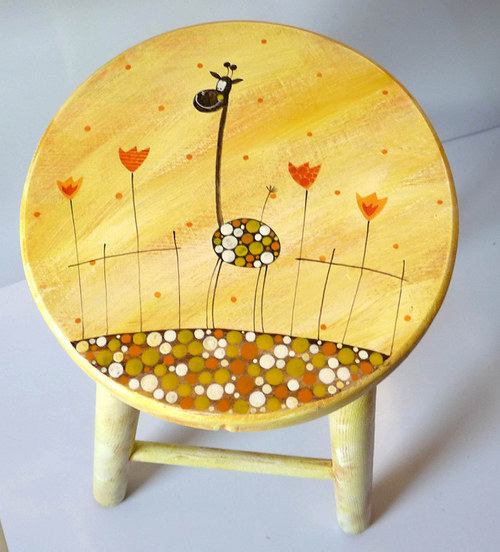 dřevěná stolička velká - žlutá s žirafou