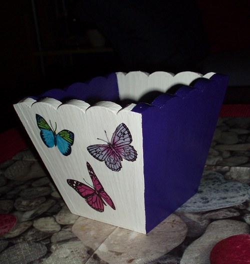 Květináč s motýli
