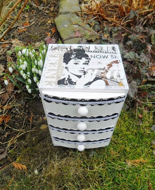 "Komoda \""Audrey Hepburn\"""