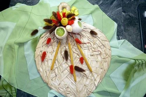 Květinové aranžmá List s makovice a doutníky