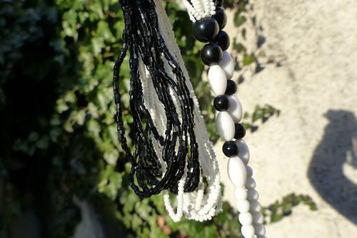 Svět černobílý...skleněný náhrdelník, Jablonecko