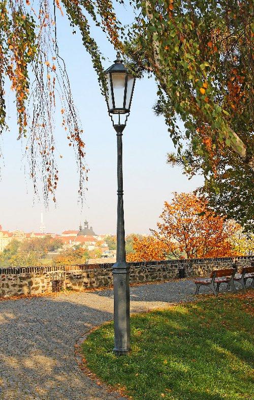 ... ze série Pražské lampy