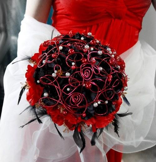 Svatební kytice Dark peony. + korsáž