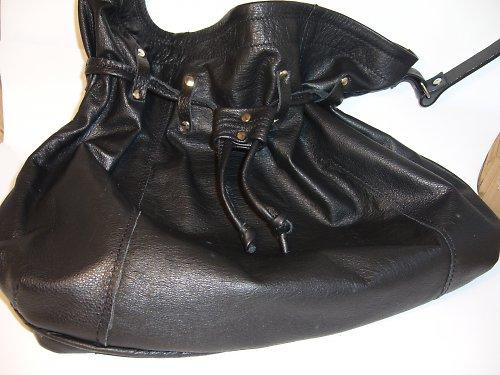 Černá taška z jemné kůže