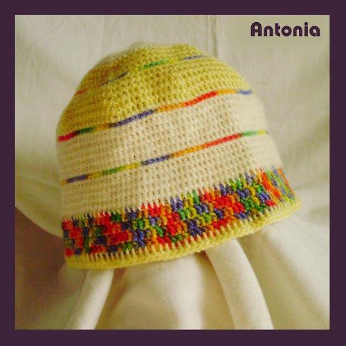 Barevná pruhovaná háčkovaná čepice