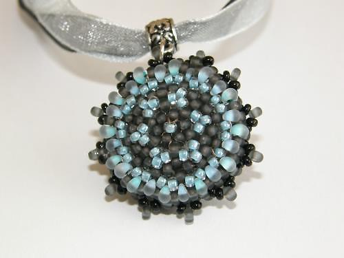 Originální náhrdelník šitý BH-017