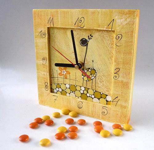 hodiny s malou kukačkou - žluté s žirafou
