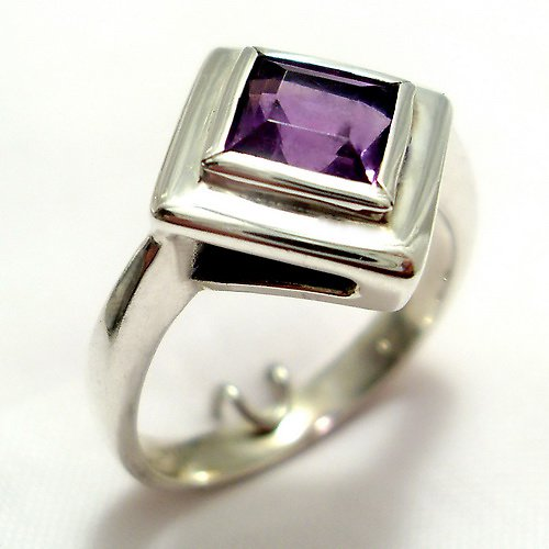 Prsten «Okínko»  - stříbro 925, přírodní ametyst