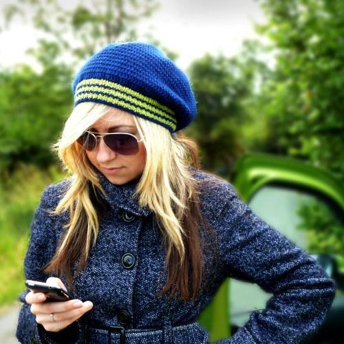 Modro-zelená háčkovaná čepice