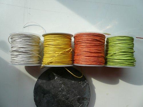 šnůrka bavlněná voskovaná - návin cca 25 m - 39 kč